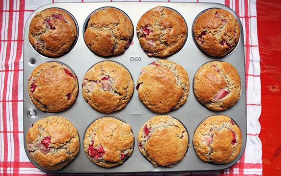 Muffins à la rhubarbe et crème sure